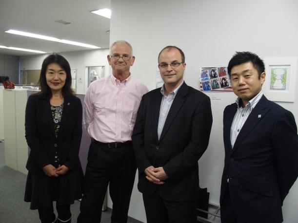 左から加藤副学長、ストロナク学長、コバチーチ氏、澤就職部マネージャー
