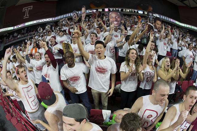 テンプル大学本校の学生たち ~バスケットやアメフトなどスポーツもさかんです