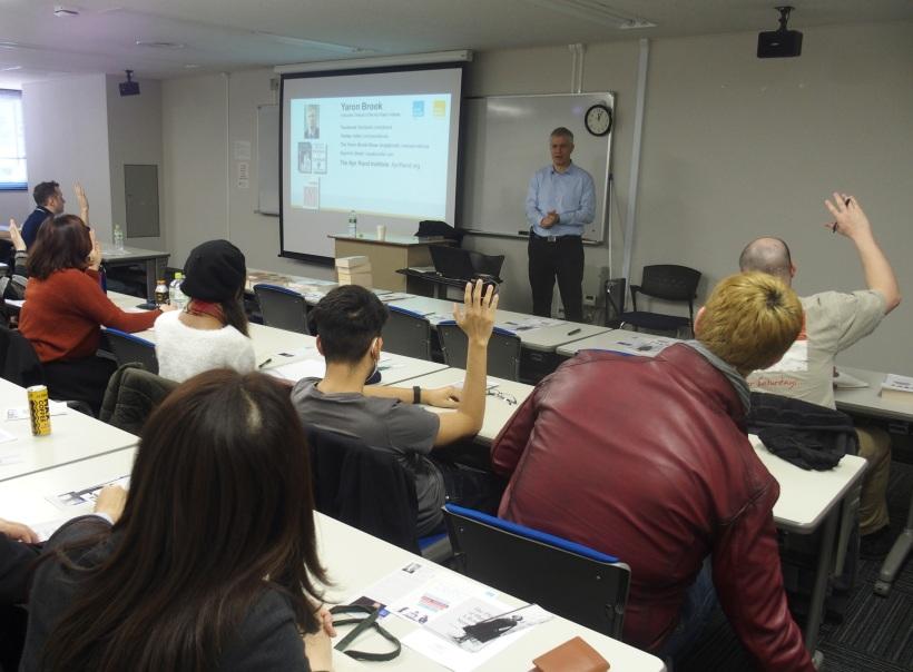 「政治哲学論」のクラスで特別講義に立つヤロン・ブルック氏 (1/19 TUJ麻布校舎)